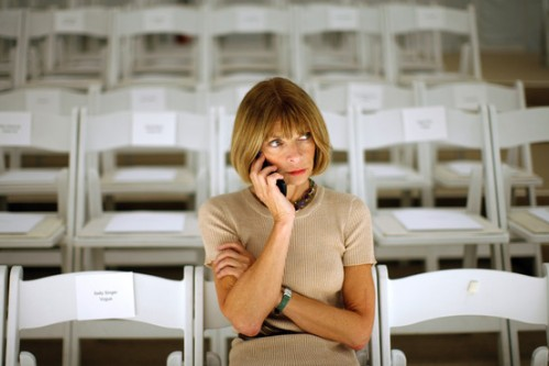 anna wintour at fashion show